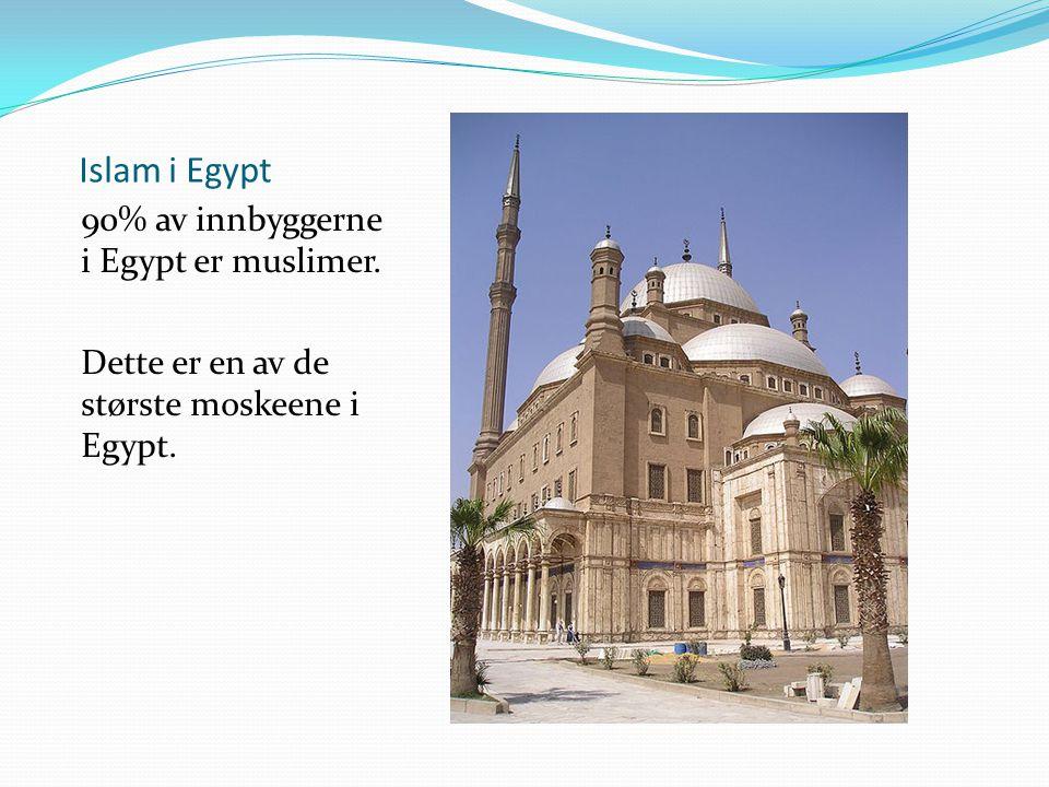Islam i Egypt 90% av innbyggerne i Egypt er muslimer. Dette er en av de største moskeene i Egypt.