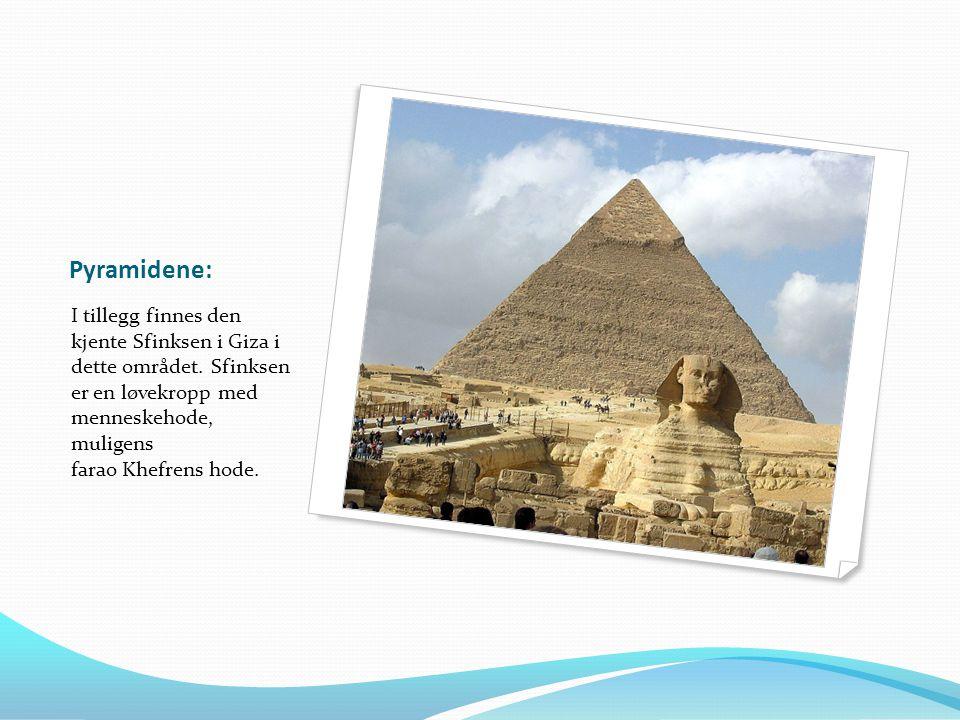 Pyramidene: I tillegg finnes den kjente Sfinksen i Giza i dette området. Sfinksen er en løvekropp med menneskehode, muligens farao Khefrens hode.