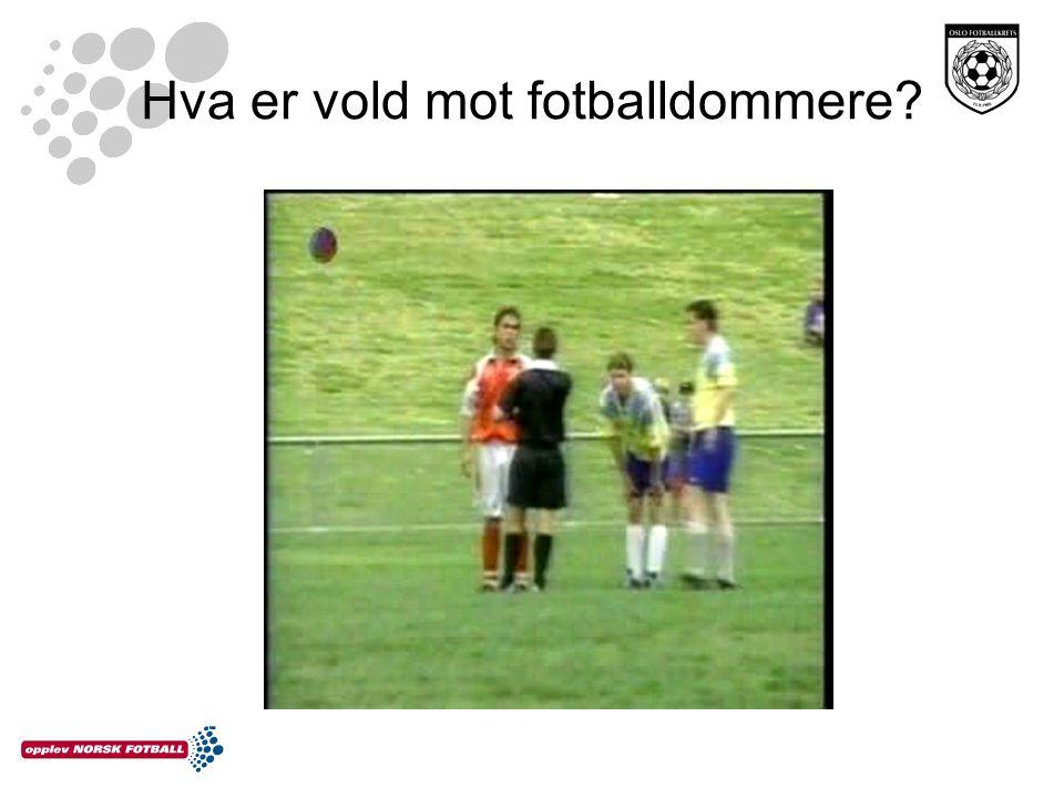 Hva er vold mot fotballdommere?