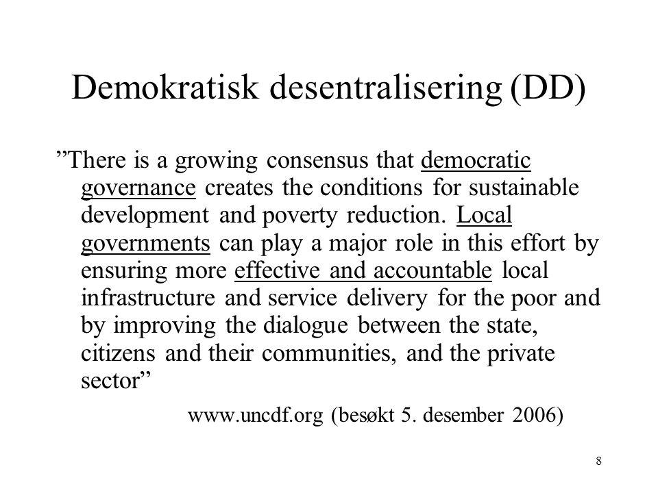 9 Demokratisk desentralisering Demokratisk desentralisering: desentralisering og demokrati en forutsetning for utvikling og fattigdomsreduksjon Sentralt i regimers retorikk rundt desentralisering i Afrika fra 1990-tallet Grunnleggende antakelser: –Staten er en uegnet institusjon for å fordele ressurser og skape utvikling – jfr kritikk av staten i Afrika –Desentralisering vil bringe beslutninger nærmere folk – bedre kunnskaper om lokale behov