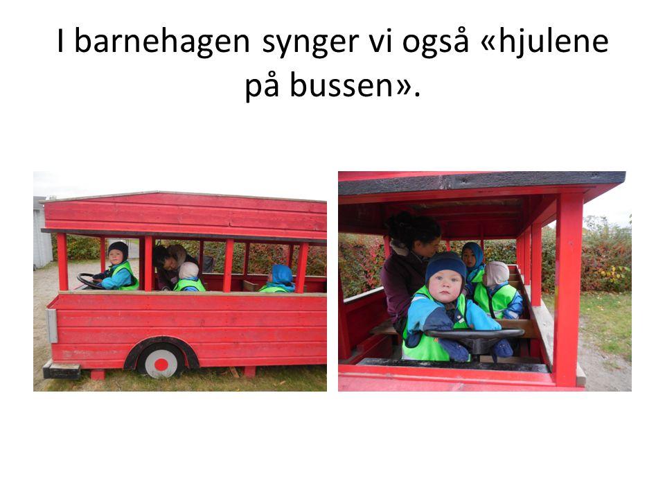 I barnehagen synger vi også «hjulene på bussen».