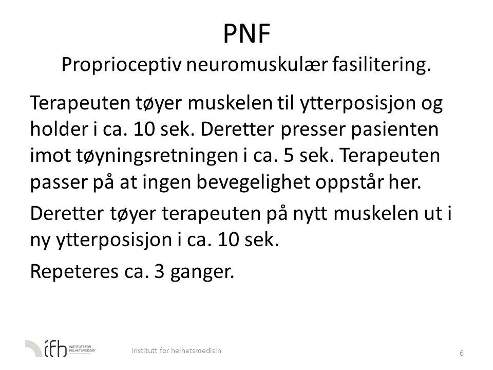 PNF Proprioceptiv neuromuskulær fasilitering. Terapeuten tøyer muskelen til ytterposisjon og holder i ca. 10 sek. Deretter presser pasienten imot tøyn