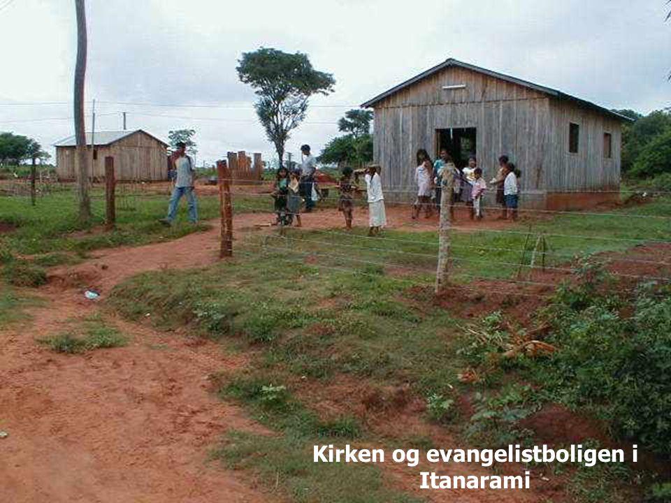 12.12.2014Misjon i Paraguay - veien videre62 Kirken og evangelistboligen i Itanarami