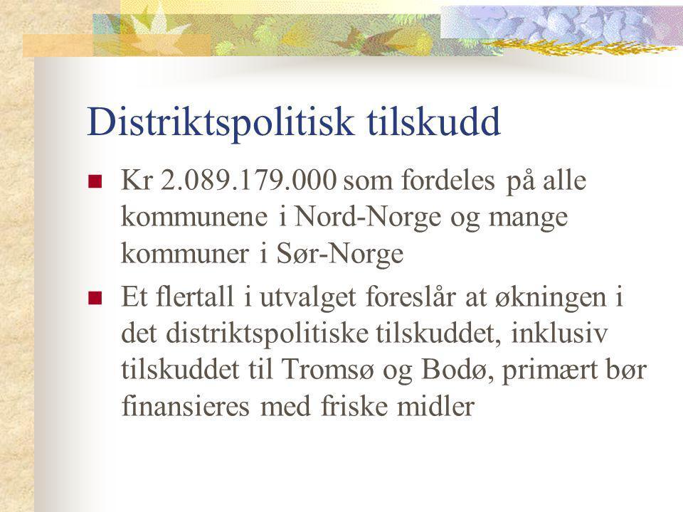 Distriktspolitisk tilskudd Kr 2.089.179.000 som fordeles på alle kommunene i Nord-Norge og mange kommuner i Sør-Norge Et flertall i utvalget foreslår