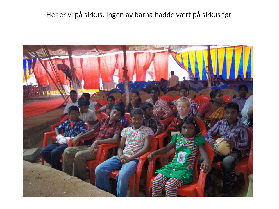 Her er vi på sirkus. Ingen av barna hadde vært på sirkus før.