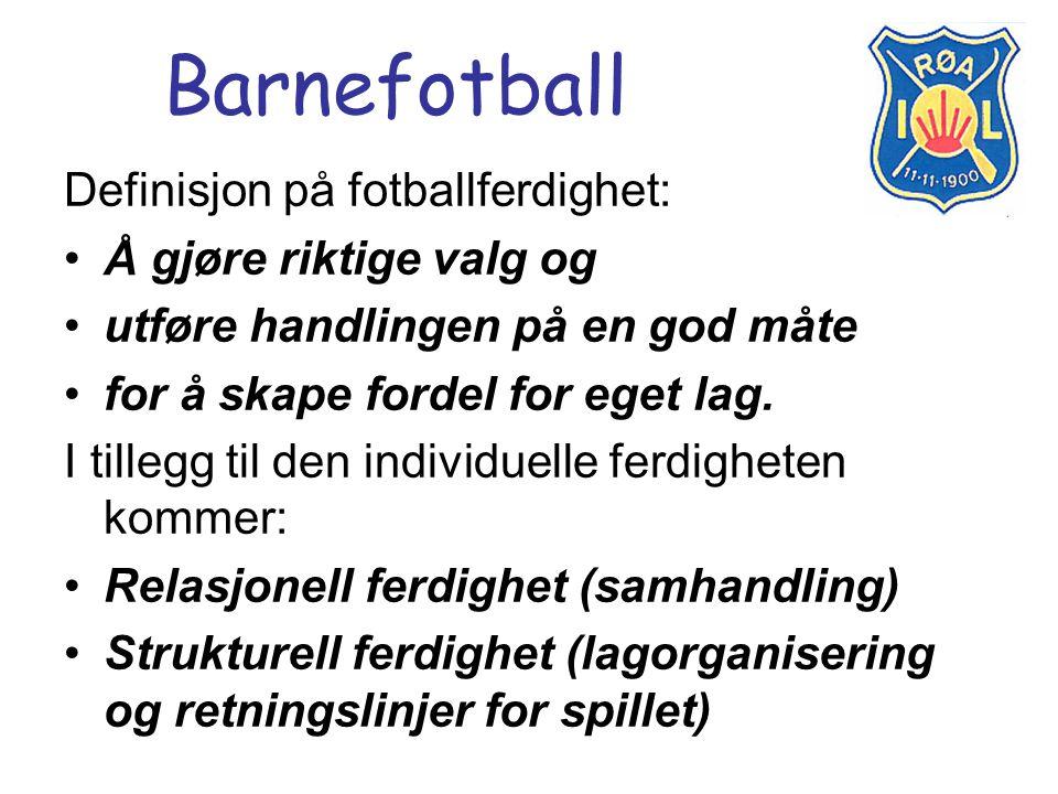 Barnefotball Definisjon på fotballferdighet: Å gjøre riktige valg og utføre handlingen på en god måte for å skape fordel for eget lag. I tillegg til d