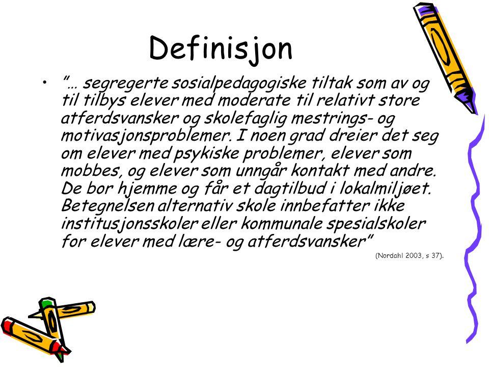 """Definisjon """"… segregerte sosialpedagogiske tiltak som av og til tilbys elever med moderate til relativt store atferdsvansker og skolefaglig mestrings-"""