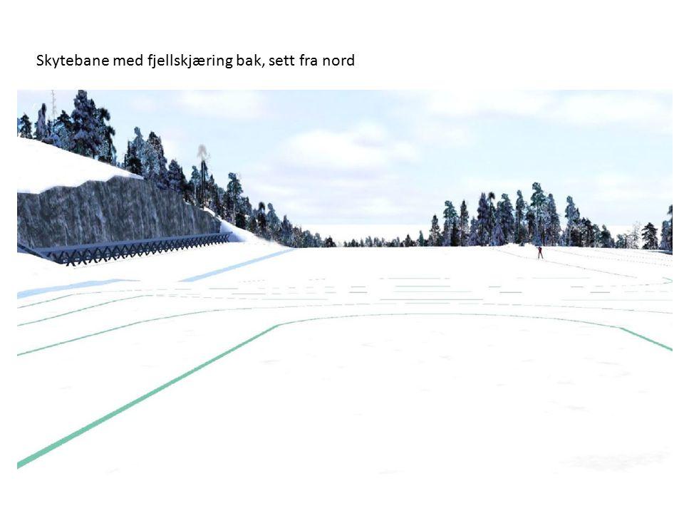 Skytebane med fjellskjæring bak, sett fra nord