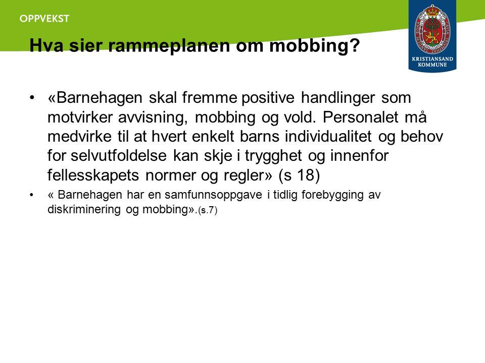 Hva sier rammeplanen om mobbing? «Barnehagen skal fremme positive handlinger som motvirker avvisning, mobbing og vold. Personalet må medvirke til at h