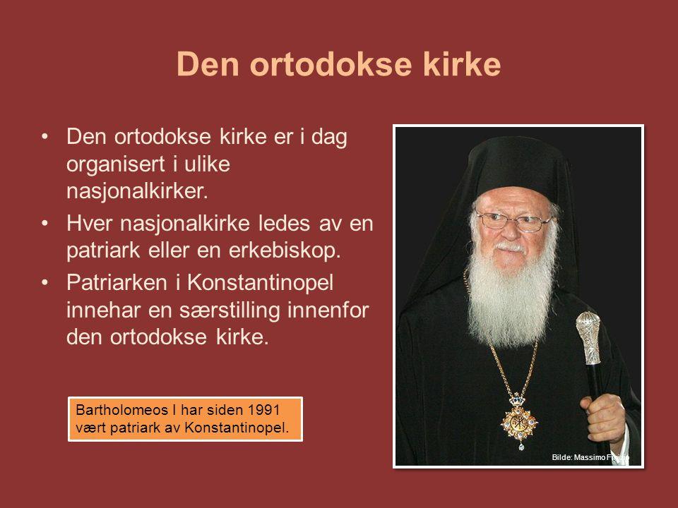 Den ortodokse kirke Nasjonale kirker ledes av patriarker Biskoper leder kirkens virksomhet Prestene Diakonene (prestens tjener) Bare menn, gifte menn kan bli prester, men kan ikke gifte seg etter å ha blitt innviet som prest.