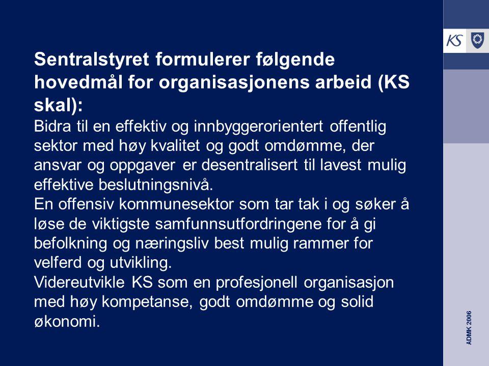 ADMK 2006 Av dette avledes følgende hoved- strategier (KS vil): Arbeide for gjennomføring av en forvaltningsreform med færre og sterkere folkevalgte regioner, og kommuner som kan ta et større ansvar for de offentlige oppgaver.