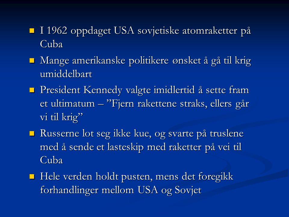 I 1962 oppdaget USA sovjetiske atomraketter på Cuba I 1962 oppdaget USA sovjetiske atomraketter på Cuba Mange amerikanske politikere ønsket å gå til k