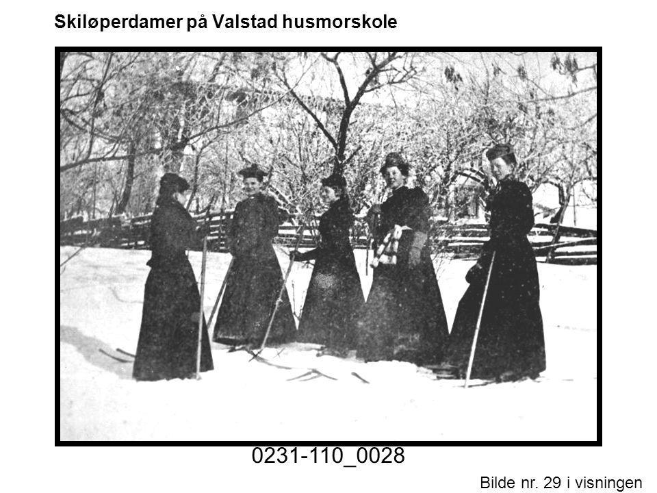 Bilde nr. 29 i visningen Side 29 Skiløperdamer på Valstad husmorskole