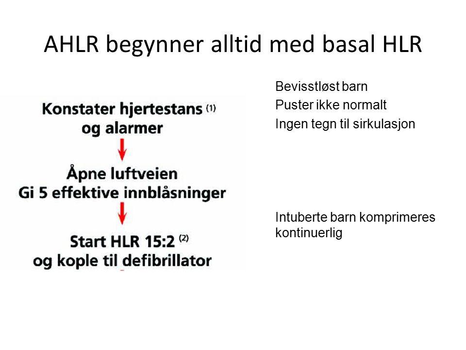 AHLR begynner alltid med basal HLR Bevisstløst barn Puster ikke normalt Ingen tegn til sirkulasjon Intuberte barn komprimeres kontinuerlig