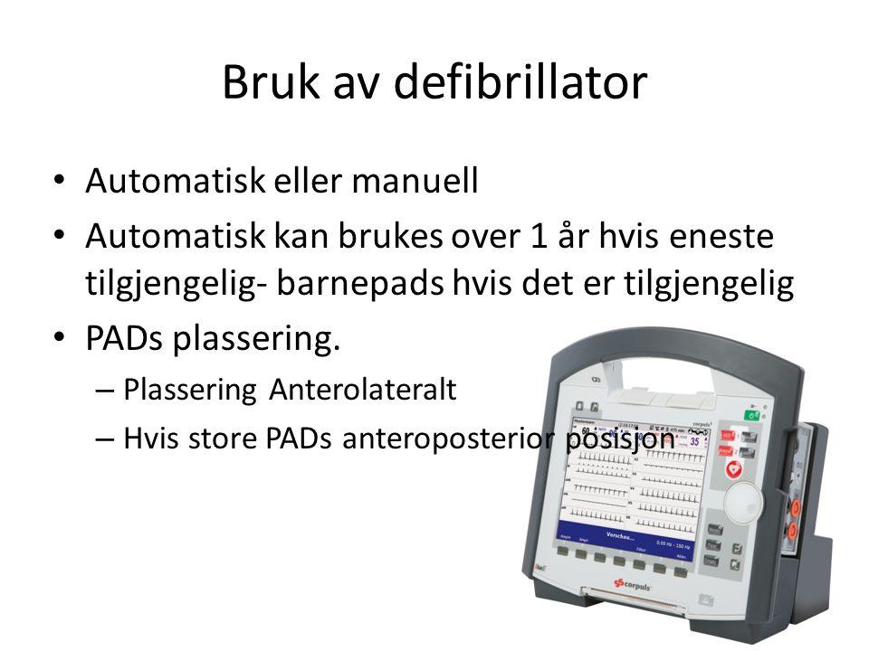 Bruk av defibrillator Automatisk eller manuell Automatisk kan brukes over 1 år hvis eneste tilgjengelig- barnepads hvis det er tilgjengelig PADs plassering.