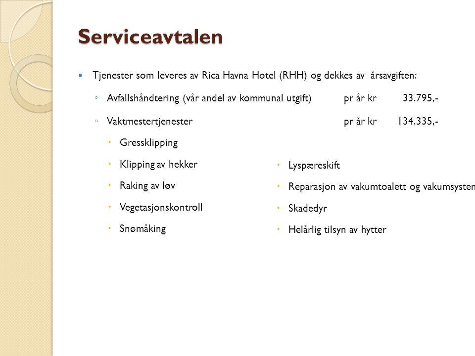 Serviceavtalen Tjenester som leveres av Rica Havna Hotel (RHH) og dekkes av årsavgiften: ◦ Avfallshåndtering (vår andel av kommunal utgift)pr år kr33.795,- ◦ Vaktmestertjenesterpr år kr134.335,-  Gressklipping  Klipping av hekker  Raking av løv  Vegetasjonskontroll  Snømåking  Lyspæreskift  Reparasjon av vakumtoalett og vakumsystem  Skadedyr  Helårlig tilsyn av hytter