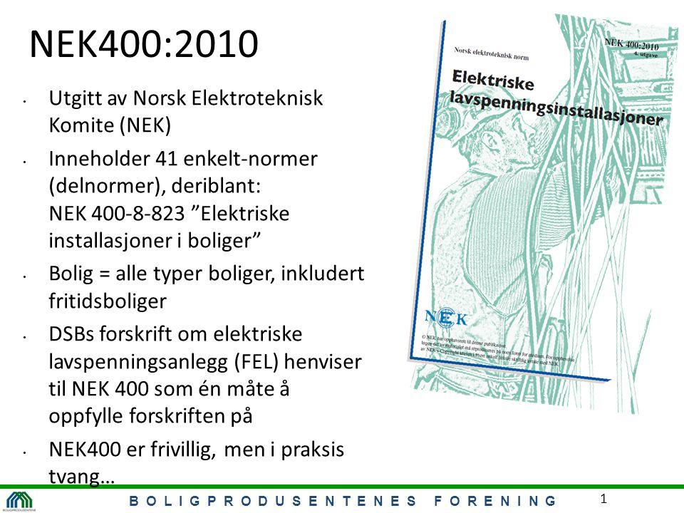 B O L I G P R O D U S E N T E N E S F O R E N I N G 1 NEK400:2010 Utgitt av Norsk Elektroteknisk Komite (NEK) Inneholder 41 enkelt-normer (delnormer), deriblant: NEK 400-8-823 Elektriske installasjoner i boliger Bolig = alle typer boliger, inkludert fritidsboliger DSBs forskrift om elektriske lavspenningsanlegg (FEL) henviser til NEK 400 som én måte å oppfylle forskriften på NEK400 er frivillig, men i praksis tvang…