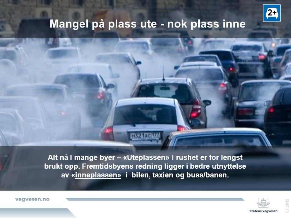 Mangel på plass ute - nok plass inne 02.2012 Alt nå i mange byer – «Uteplassen» i rushet er for lengst brukt opp.