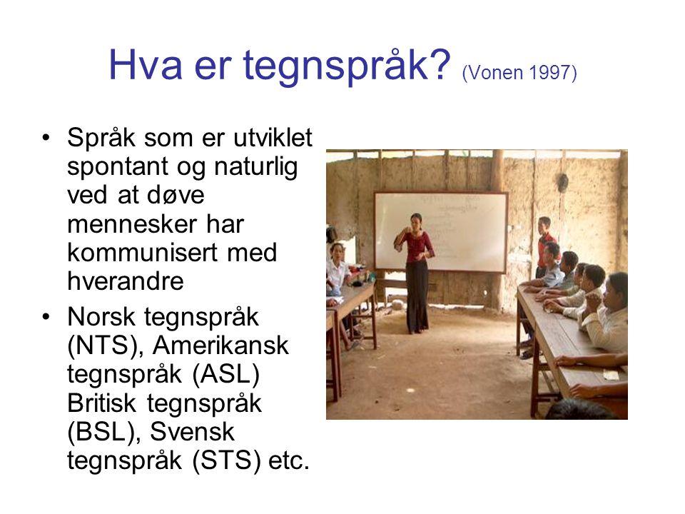 Hva er tegnspråk? (Vonen 1997) Språk som er utviklet spontant og naturlig ved at døve mennesker har kommunisert med hverandre Norsk tegnspråk (NTS), A
