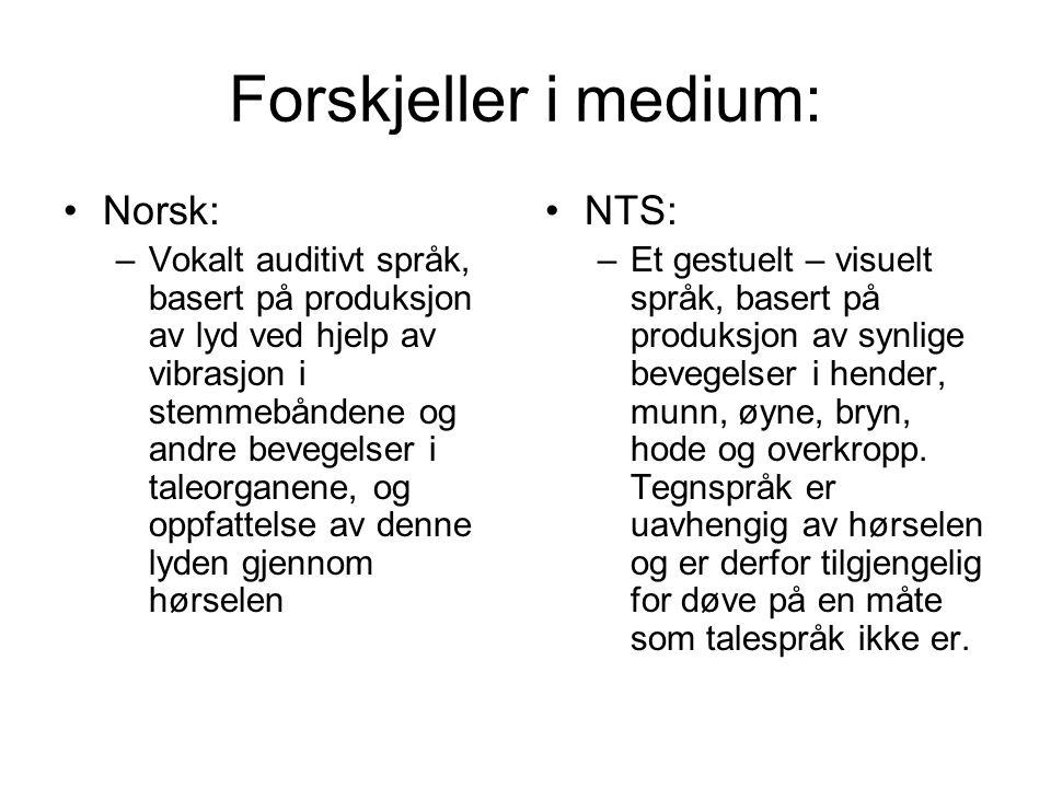 Forskjeller i medium: Norsk: –Vokalt auditivt språk, basert på produksjon av lyd ved hjelp av vibrasjon i stemmebåndene og andre bevegelser i taleorga