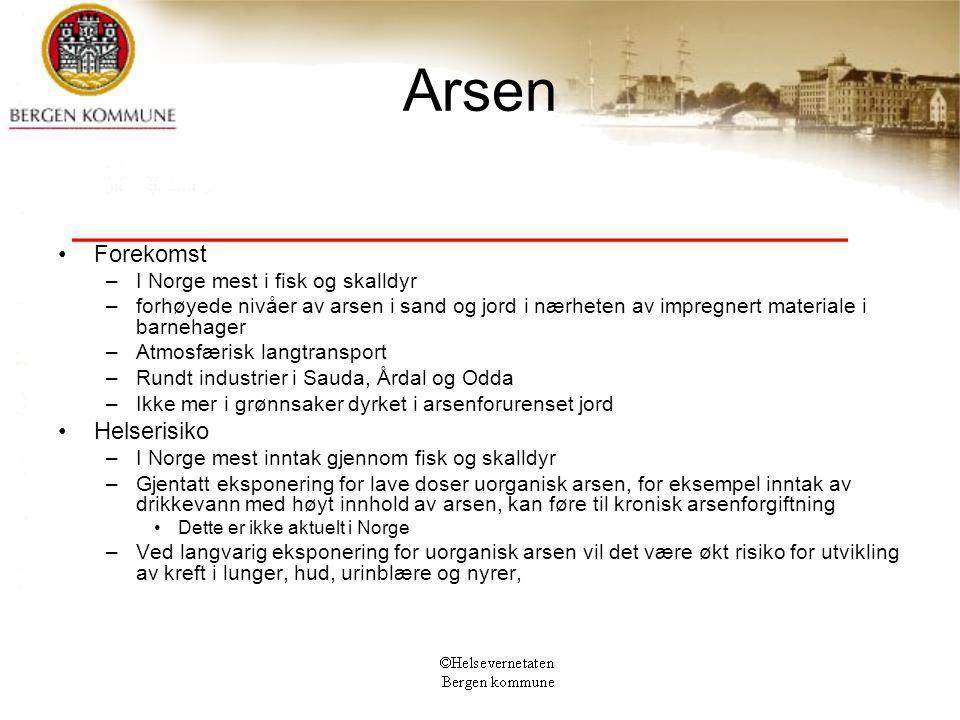 Arsen Forekomst –I Norge mest i fisk og skalldyr –forhøyede nivåer av arsen i sand og jord i nærheten av impregnert materiale i barnehager –Atmosfæris