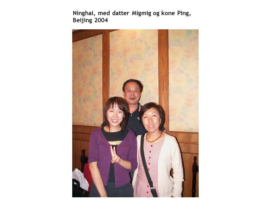 En mindre verden Ninghai, med datter Migmig og kone Ping, Beijing 2004
