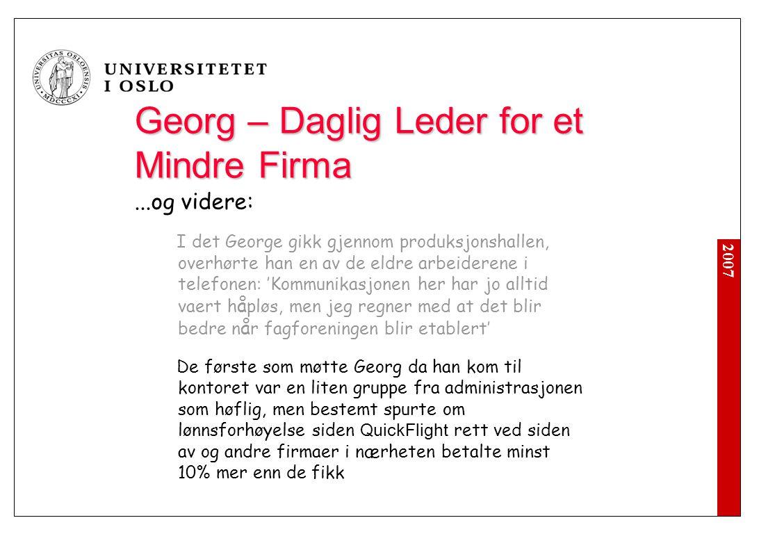 2007 Georg – Daglig Leder for et Mindre Firma...og videre: I det George gikk gjennom produksjonshallen, overhørte han en av de eldre arbeiderene i tel