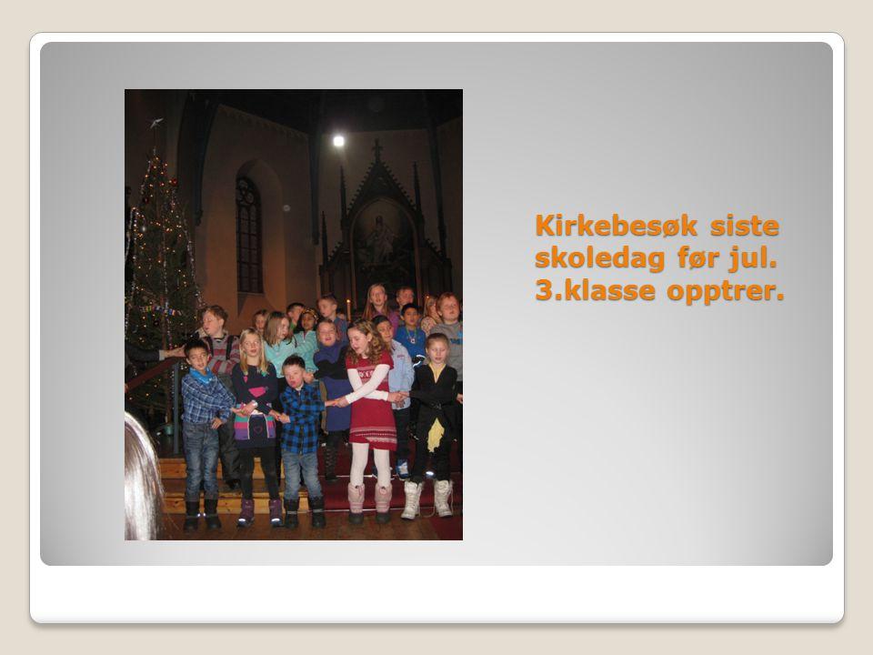 Kirkebesøk siste skoledag før jul. 3.klasse opptrer.