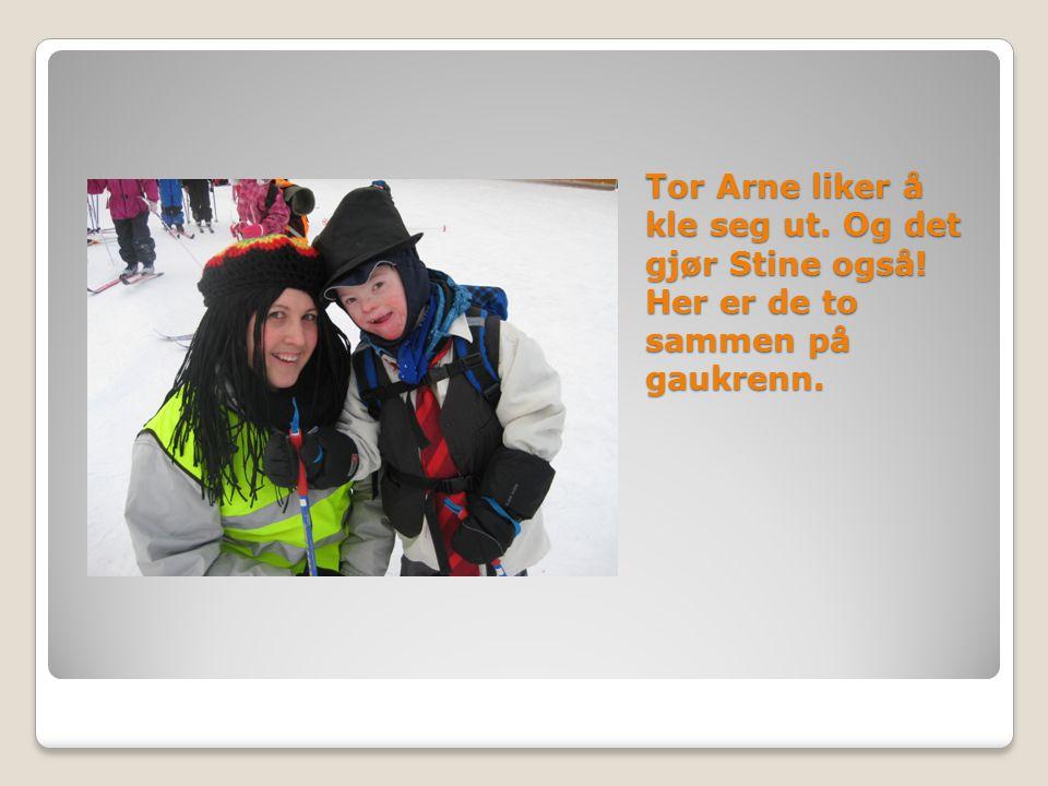 Tor Arne liker å kle seg ut. Og det gjør Stine også! Her er de to sammen på gaukrenn.