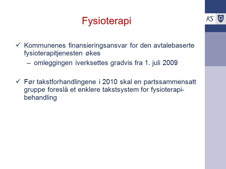 Fysioterapi Kommunenes finansieringsansvar for den avtalebaserte fysioterapitjenesten økes –omleggingen iverksettes gradvis fra 1. juli 2009 Før takst