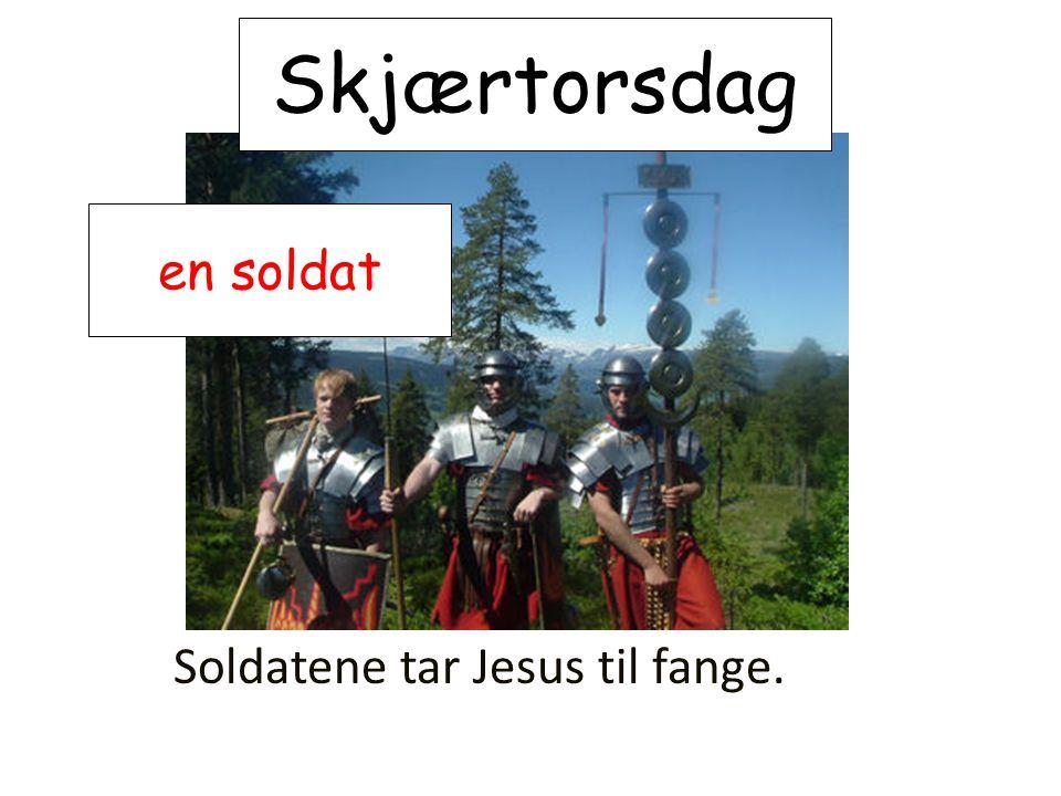 Skjærtorsdag Soldatene tar Jesus til fange. en soldat