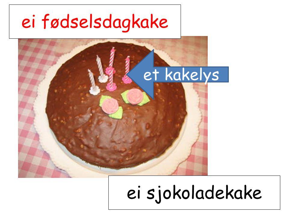 ei fødselsdagkake ei sjokoladekake et kakelys