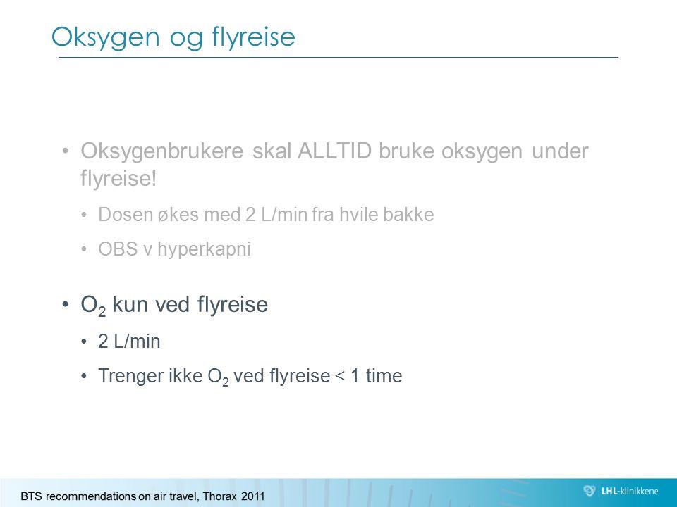 Oksygen og flyreise Oksygenbrukere skal ALLTID bruke oksygen under flyreise! Dosen økes med 2 L/min fra hvile bakke OBS v hyperkapni O 2 kun ved flyre