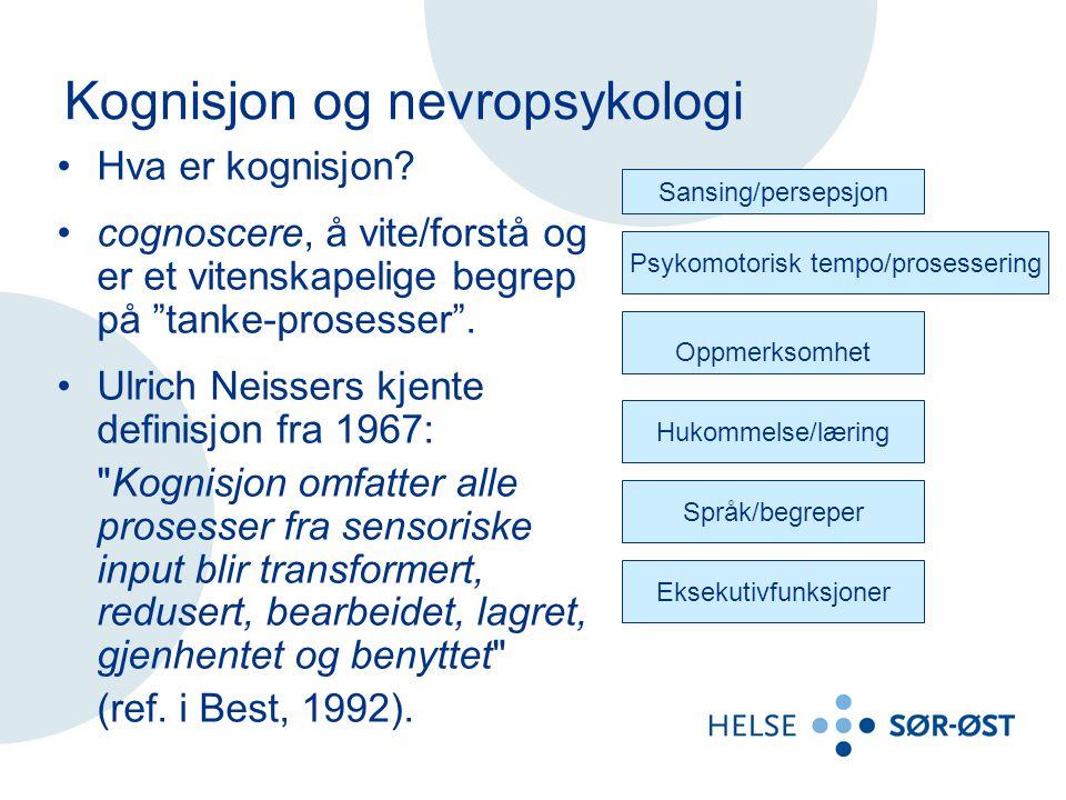 """Kognisjon og nevropsykologi Hva er kognisjon? cognoscere, å vite/forstå og er et vitenskapelige begrep på """"tanke-prosesser"""". Ulrich Neissers kjente de"""