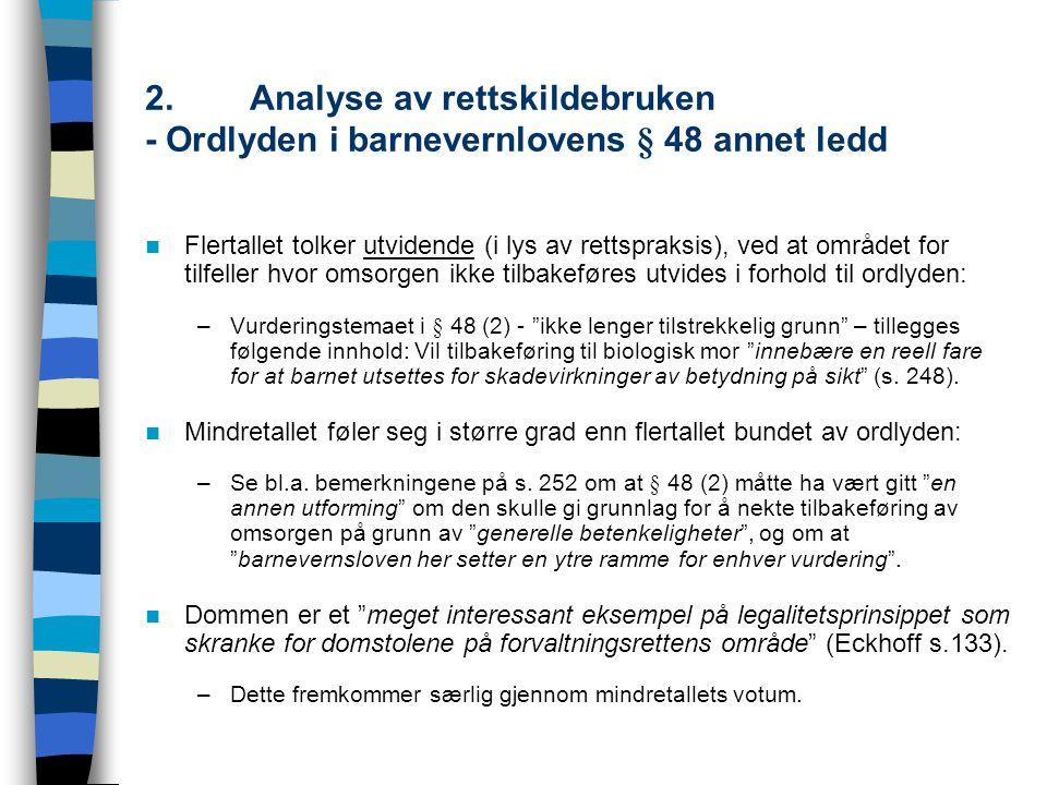 2.Analyse av rettskildebruken - Ordlyden i barnevernlovens § 48 annet ledd Flertallet tolker utvidende (i lys av rettspraksis), ved at området for til