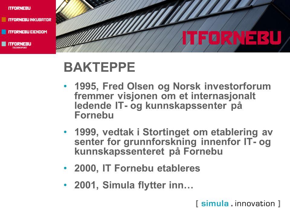 BAKTEPPE 1995, Fred Olsen og Norsk investorforum fremmer visjonen om et internasjonalt ledende IT- og kunnskapssenter på Fornebu 1999, vedtak i Stortinget om etablering av senter for grunnforskning innenfor IT- og kunnskapssenteret på Fornebu 2000, IT Fornebu etableres 2001, Simula flytter inn…