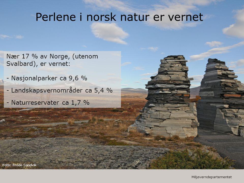 Miljøverndepartementet Nær 17 % av Norge, (utenom Svalbard), er vernet: - Nasjonalparker ca 9,6 % - Landskapsvernområder ca 5,4 % - Naturreservater ca 1,7 % Perlene i norsk natur er vernet Foto: Frode Sandvik