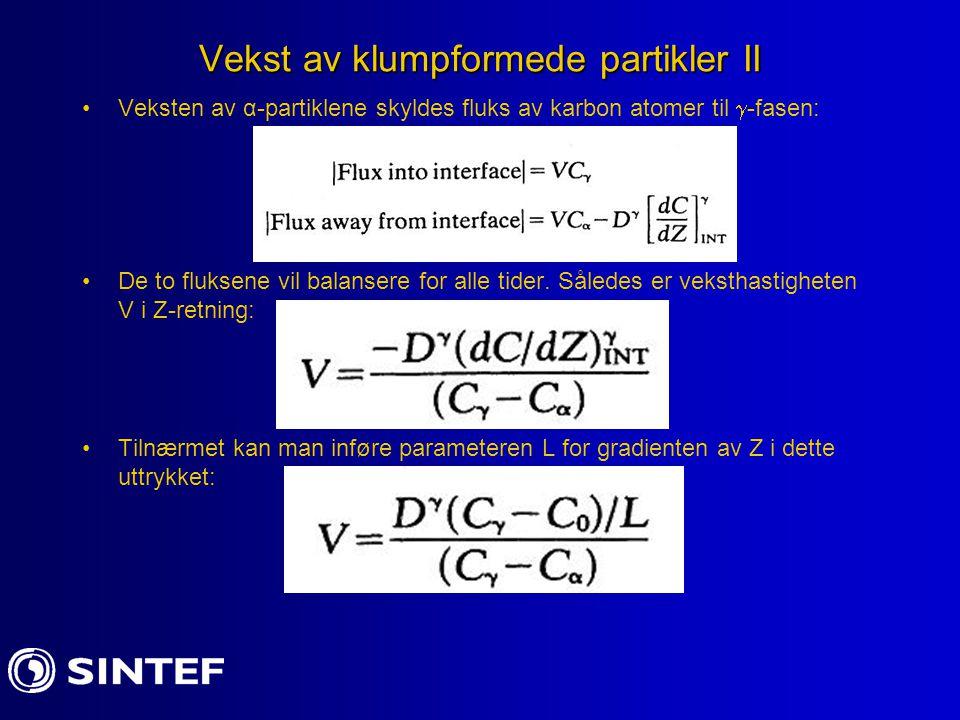 Vekst av klumpformede partikler II Veksten av α-partiklene skyldes fluks av karbon atomer til  -fasen: De to fluksene vil balansere for alle tider. S