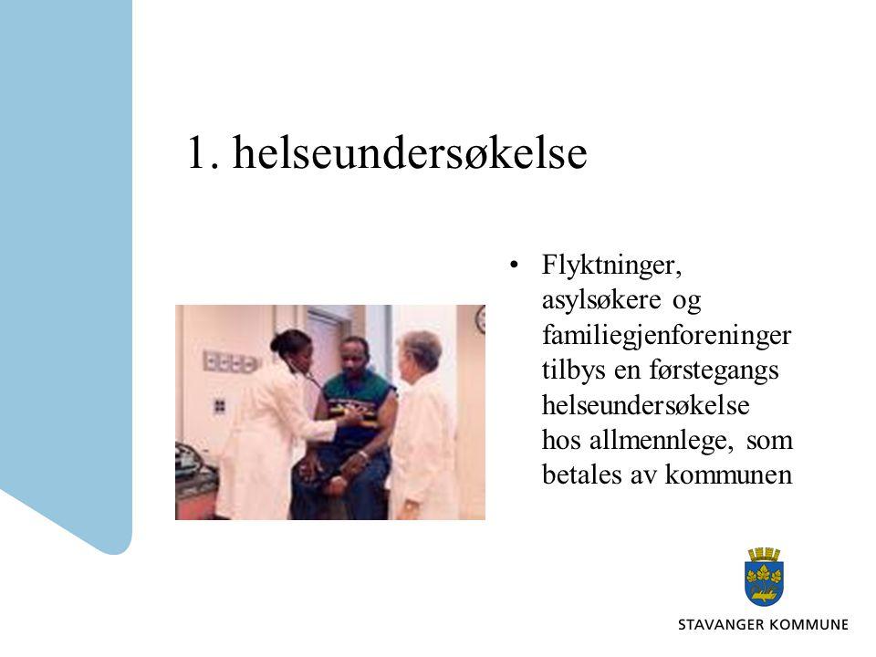 1. helseundersøkelse Flyktninger, asylsøkere og familiegjenforeninger tilbys en førstegangs helseundersøkelse hos allmennlege, som betales av kommunen