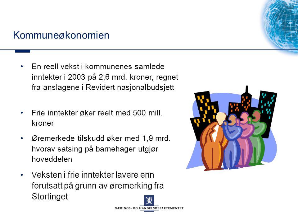 Kommuneøkonomien En reell vekst i kommunenes samlede inntekter i 2003 på 2,6 mrd. kroner, regnet fra anslagene i Revidert nasjonalbudsjett Frie inntek
