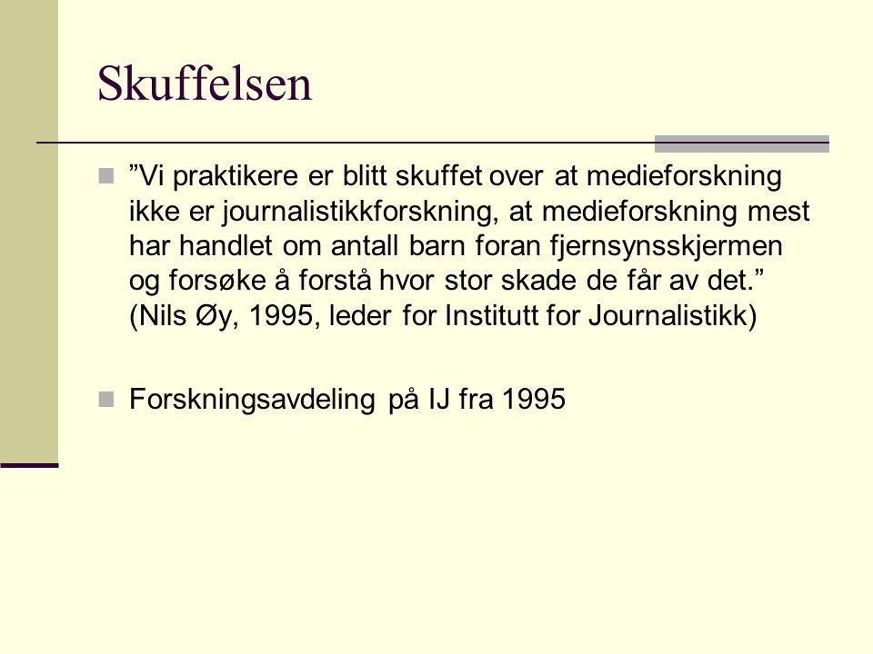 Skuffelsen Vi praktikere er blitt skuffet over at medieforskning ikke er journalistikkforskning, at medieforskning mest har handlet om antall barn foran fjernsynsskjermen og forsøke å forstå hvor stor skade de får av det. (Nils Øy, 1995, leder for Institutt for Journalistikk) Forskningsavdeling på IJ fra 1995