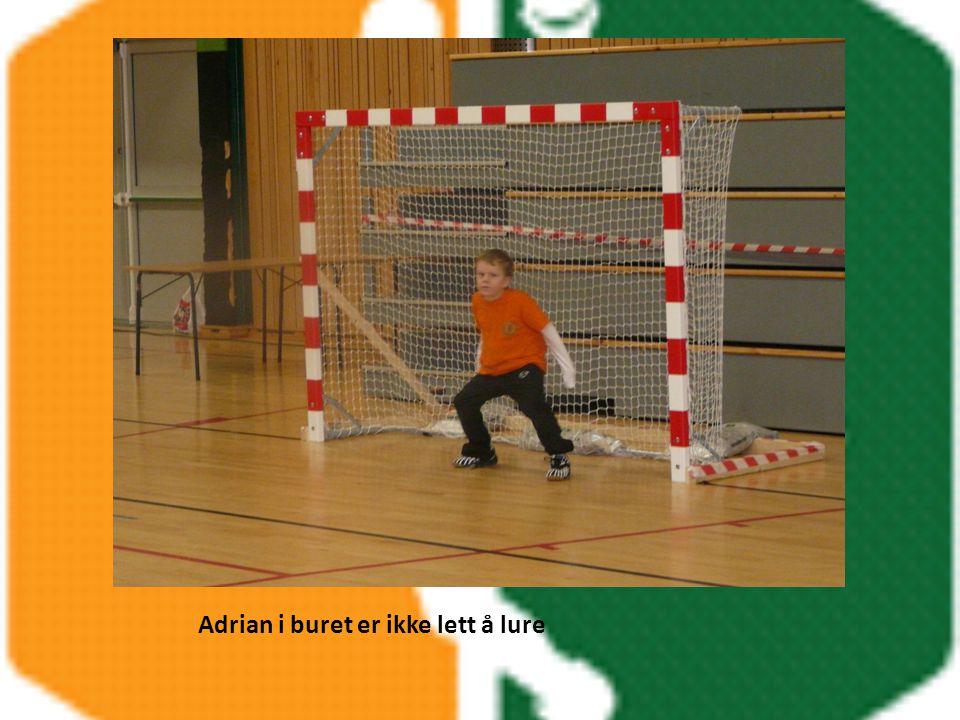 Adrian i buret er ikke lett å lure