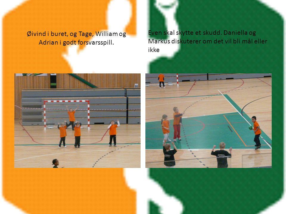 Øivind i buret, og Tage, William og Adrian i godt forsvarsspill.