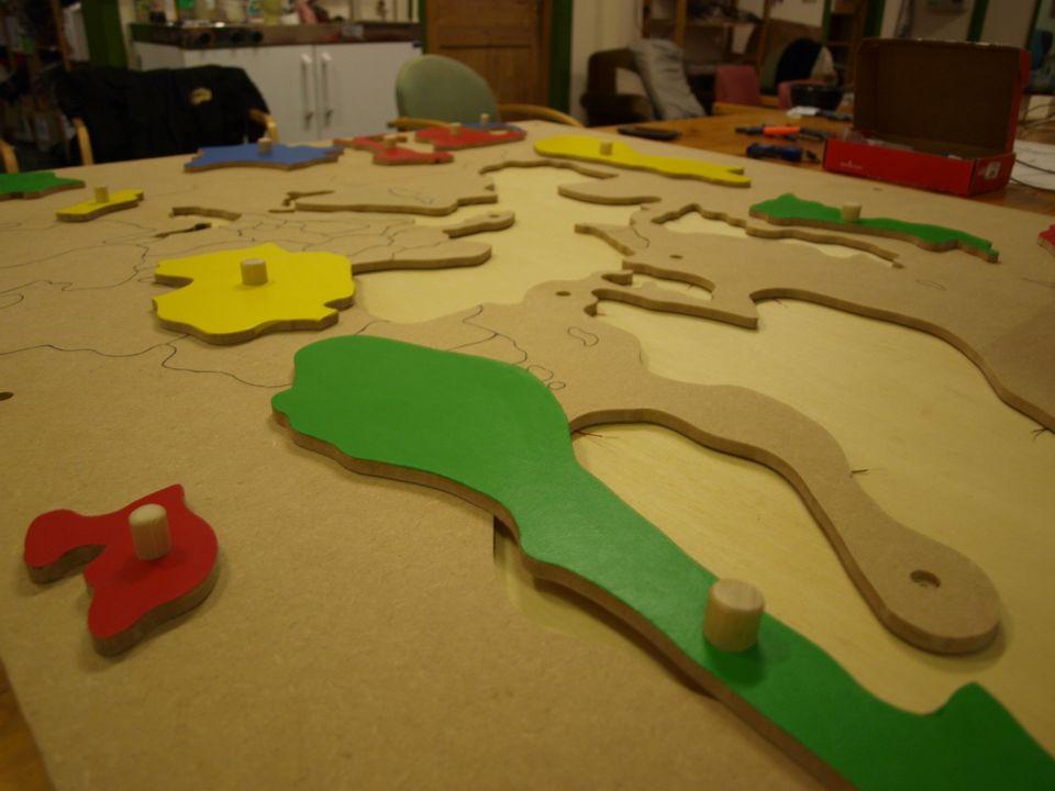 Vår løsning Interaktivt puslespill av Europa Gir audiovisuell feedback til brukerne Tilpasset til målgruppen (5åringer): – Utformet med lette og myke materialer – Håndtak som forbedrer finmotorikk – 13 forskjellige land – 3m 2 stort Brukervennlig for barnehageansatte og foresatte
