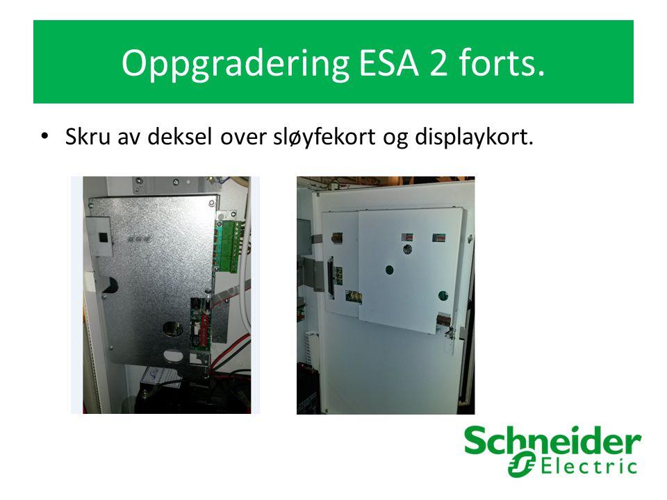 Oppgradering ESA 2 forts. Skru av deksel over sløyfekort og displaykort.
