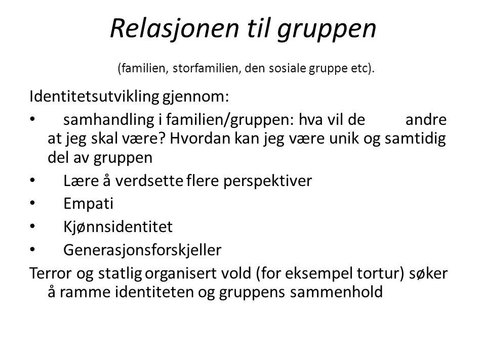 Relasjonen til gruppen (familien, storfamilien, den sosiale gruppe etc).