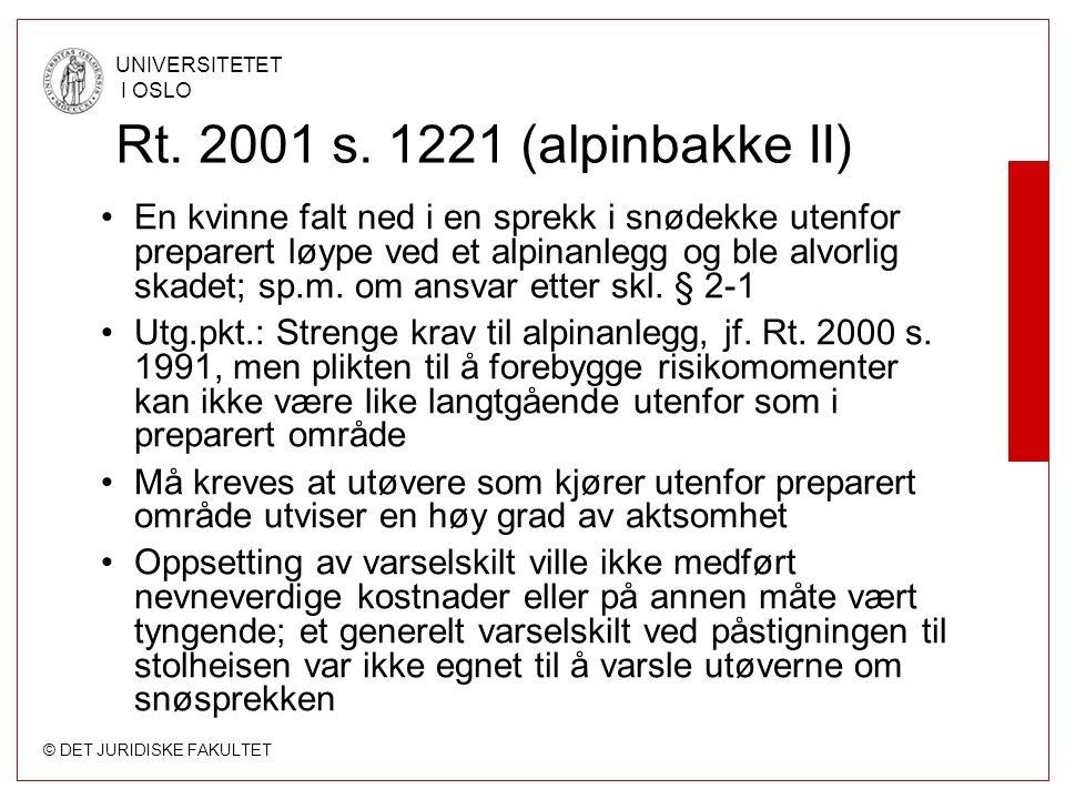© DET JURIDISKE FAKULTET UNIVERSITETET I OSLO Rt. 2001 s. 1221 (alpinbakke II) En kvinne falt ned i en sprekk i snødekke utenfor preparert løype ved e