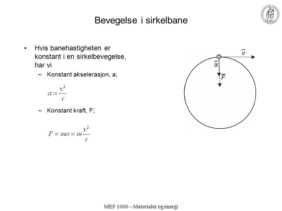 MEF 1000 – Materialer og energi Bevegelse i sirkelbane Hvis banehastigheten er konstant i en sirkelbevegelse, har vi –Konstant akselerasjon, a; –Konst