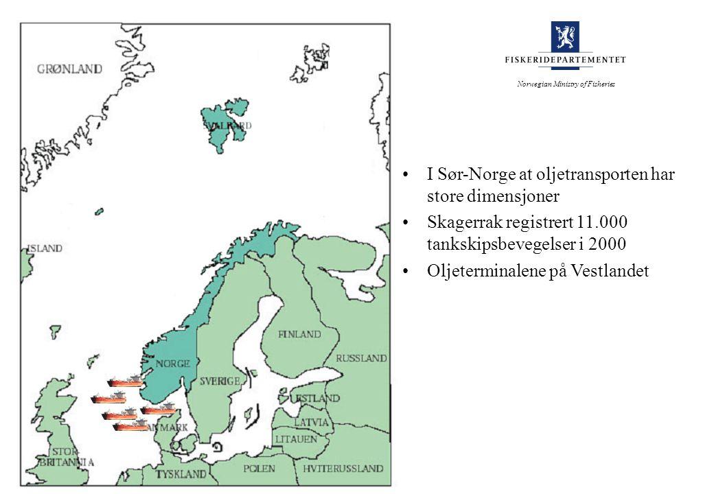 I Sør-Norge at oljetransporten har store dimensjoner Skagerrak registrert 11.000 tankskipsbevegelser i 2000 Oljeterminalene på Vestlandet Norwegian Ministry of Fisheries