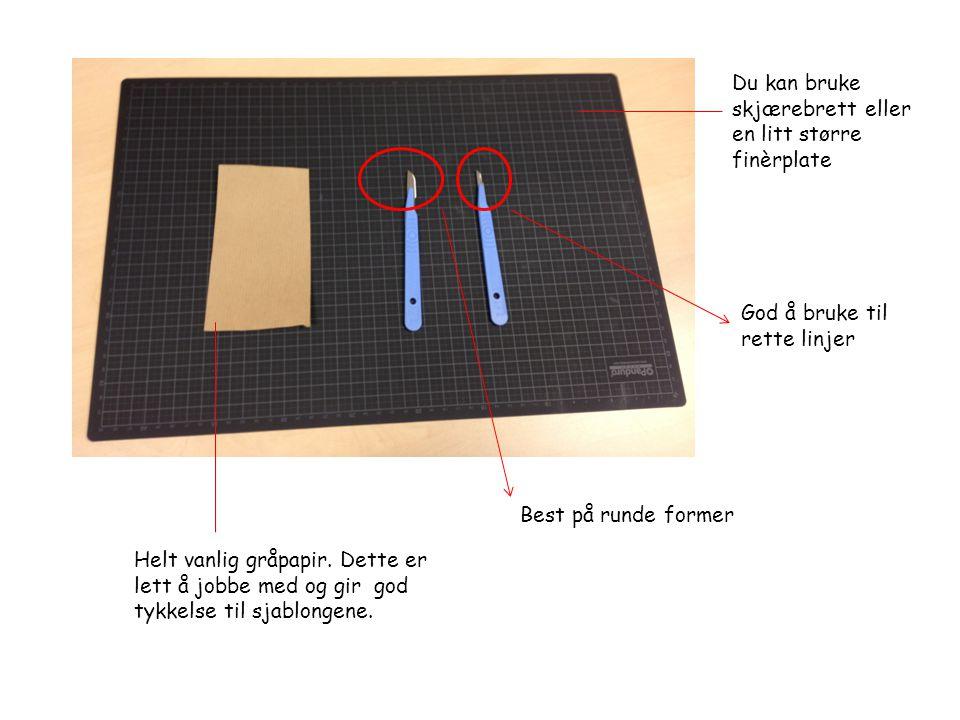 Du kan bruke skjærebrett eller en litt større finèrplate God å bruke til rette linjer Best på runde former Helt vanlig gråpapir. Dette er lett å jobbe